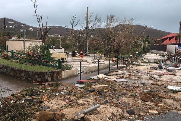 Après le passage de l'ouragan Irma, les dégâts dans les rues de Gustavia à Saint-Barthélémy (Antilles françaises)