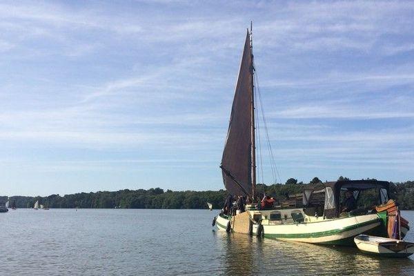 """La péniche à voile """"Le Cornélia"""" sur l'Erdre le 8 septembre 2019"""