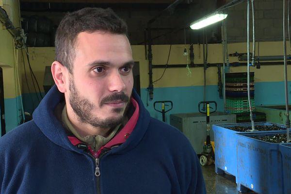 Pour Cédric Kétani, conchyliculteur à Port-Saint-Louis-du-Rhône, l'anse de Carteau est trop brassée, et avec les forts courants, il doute que la pollution ait atteint les tables de cultures.