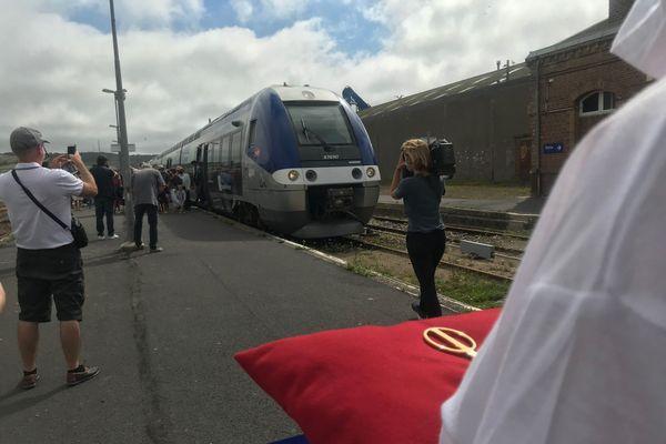Le premier train, circulant entre Beauvais et Le Tréport, depuis la fin des travaux est arrivé à l'heure.