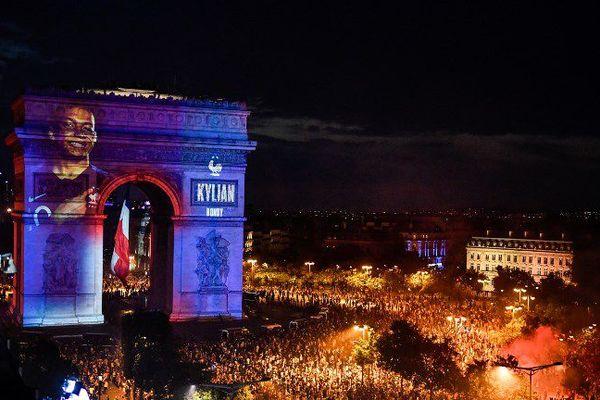 Le visage des joueurs de l'équipe de France a été projeté sur l'Arc de Triomphe après la victoire des Bleus lors du mondial 2018