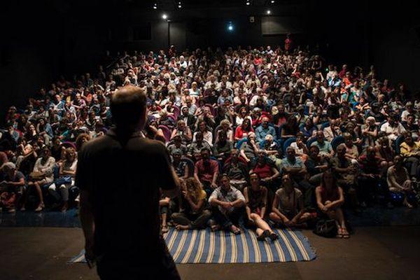 Archives. 2019, salle comble au cinéma l'Alhambra à Marseille.