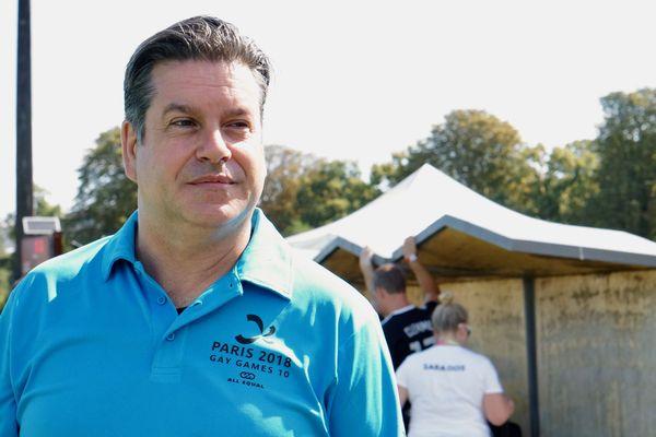 Marc Knulle, arbitre international et victime de l'homophobie du gérant de l'entreprise Barnum