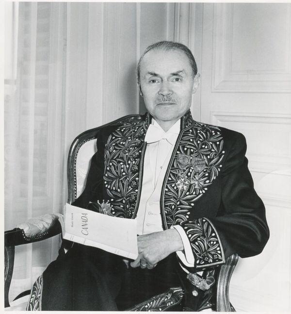 Entré à l'Académie française en 1946, Maurice Genevoix s'est fait le porte-parole de la génération du feu.