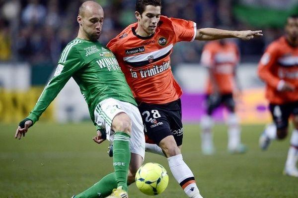 Renaud Cohade, en vert, à la lutte avec Maxime Barthelme lors de la rencontre du 17 décembre.