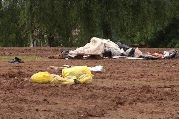 Le site qui accueille les Eurockéennes ressemble encore à une poubelle à ciel ouvert.