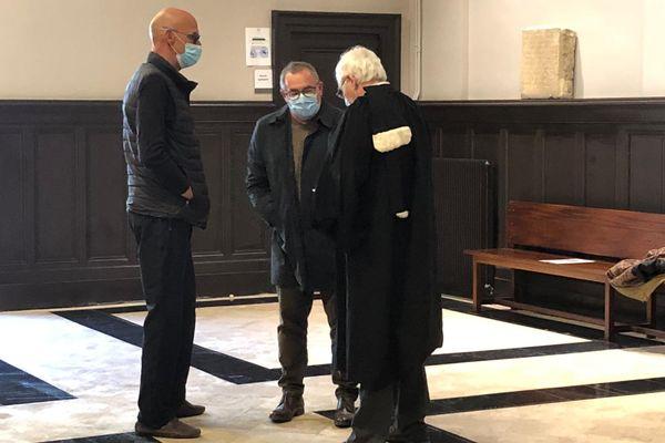 Patrice Gausserand (au centre) au tribunal de Toulouse, ce mardi 13 avril