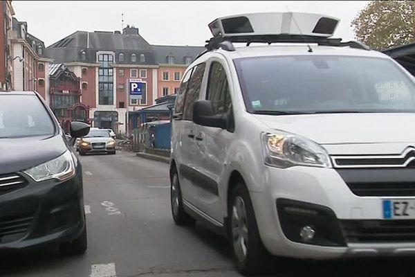 25 octobre 2018 : une des voitures Scan Car de Rouen détecte et verbalise les défaits de paiement du stationnement