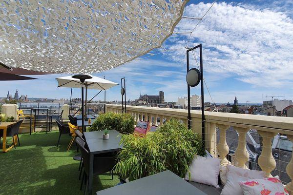 Le toit-terrasse du Golden Tulip à Reims, le 23 juillet 2020