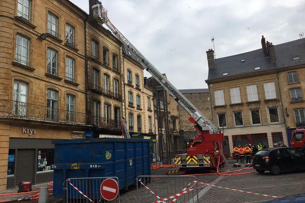 Les sapeurs-pompiers étaient encore sur place en milieu de matinée. Les opérations de déblaiement ont commencé.