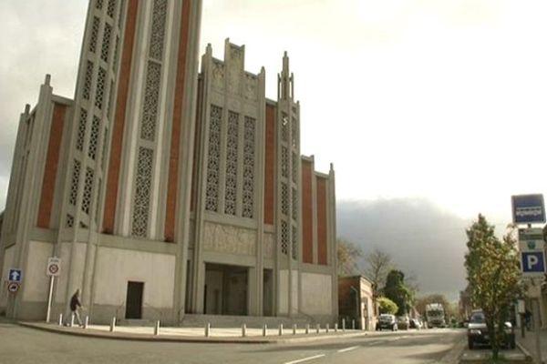 Un homme a reçu un coup de couteau samedi soir à la sortie de la messe en l'église de Moreuil (80).