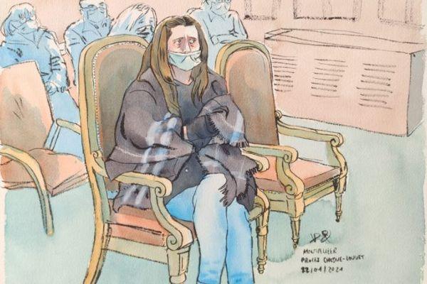 Procès de la grotte sanglante à Sète : Audrey Louvet tassée dans son fauteuil écoute les témoins aux assises de l'Hérault - 25 janvier 2021.