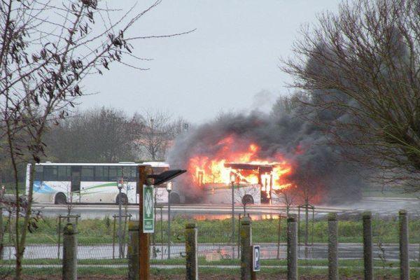 2 cars incendiés à Courçon d'aunis