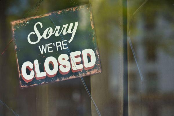 Certains commerçants préfèrent ouvrir malgré l'interdiction liée au confinement.