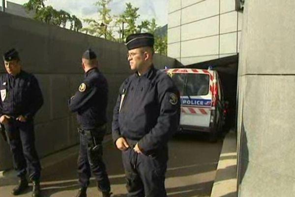 Mercredi 3 octobre 18h 00. Les huit suspects ont été transférés au tribunal de Grenoble.