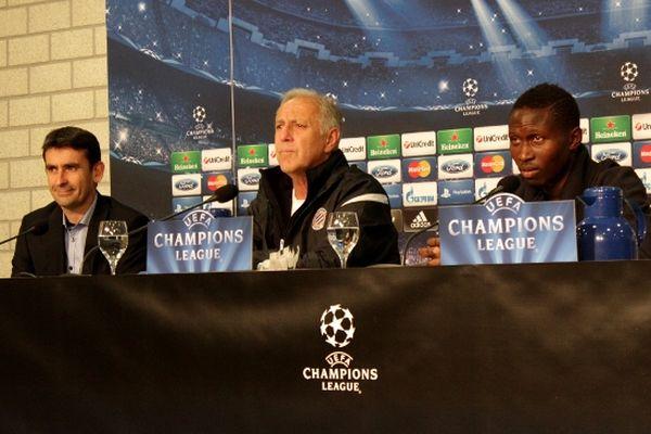 Conférence de presse de Montpellier à la Veltins Arena : René Girard (entraîneur) et Mapou Yanga-Mbiwa (capitaine) avant FC Schalke 04/MHSC.
