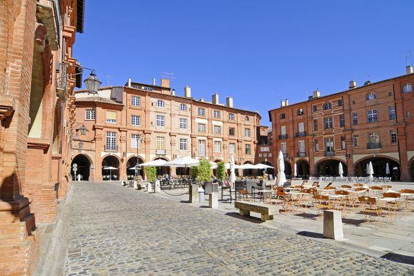 La place nationale à Montauban, où le port du masque est obligatoire, comme dans plusieurs autres communes du Tarn-et-Garonne.