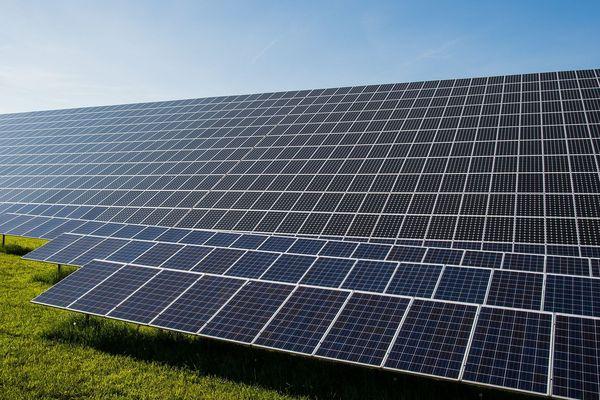 38 000 panneaux photovoltaïques devraient être installés sur l'ancien site de l'A77. Photo d'illustration