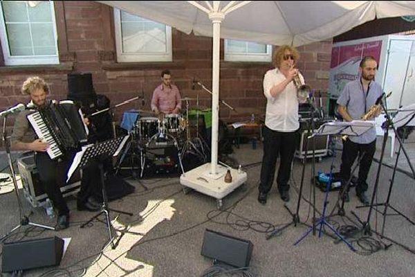 "Le groupe strasbourgeois Spell Box a ouvert le festival ""Off"" vendredi"