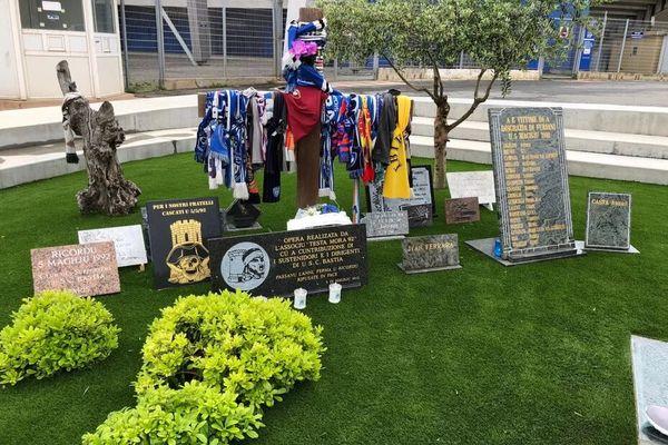 Chaque 5 mai, les hommages affluent pour saluent la mémoire des 18 personnes décédées et des 2.357 blessés.