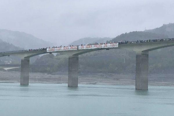 Une centaine de manifestants s'est mobilisé pour dénoncer la privatisation du barrage hydro-électrique de Serre-Ponçon.