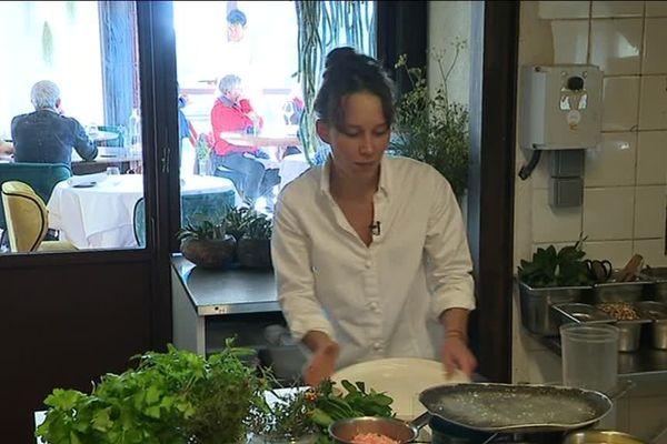 Amélie Darvas est une jeune chef de cuisine, elle s'est installée l'année dernière dans l'Hérault - 24 décembre 2018