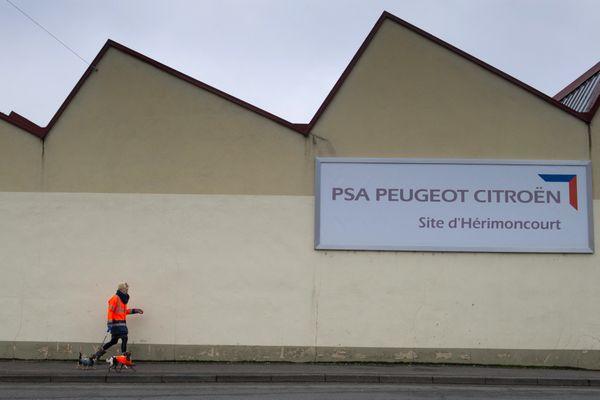 La façade de l'usine Terre-Blanche à Hérimoncourt dans le Doubs, est toujours là. Mais le site n'accueille plus que les archives de PSA.