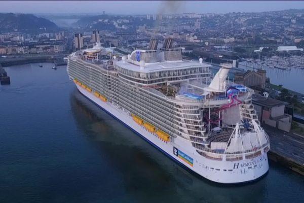 Le port de Cherbourg a accueilli 50 navires de croisières cette année, moins que dans les grands ports du sud de la France, mais déjà bien assez pour que certains tirent la sonnette d'alarme.
