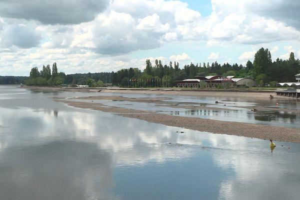 A Vichy, le lac d'Allier devrait retrouver son aspect habituel d'ici la mi-août.