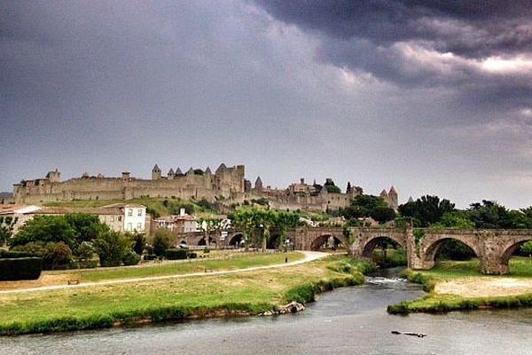 Carcassonne - le ciel orageux et menaçant au dessus de la Cité - 8 juin 2015.