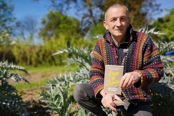 Christophe Gatineau publie un nouveau livre sur l'abeille.