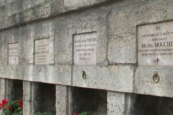 Des plaques commémoratives pour célébrer les héros de la Libération de Paris en août 44