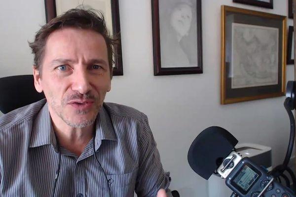 Rémy Daillet vivait en Malaisie d'où il publiait des vidéos considérées comme complotistes.