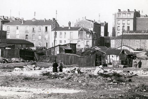 Photographe anonyme Vue panoramique sur la Zone vers la Porte de Clignancourt. Au loin la ville de Saint-Ouen. France, vers 1940 Tirage argentique – 18 x 24 cm