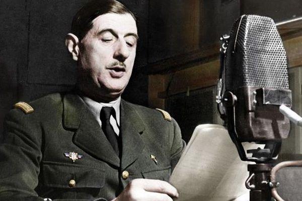 Le 18 juin 1940, Charles de Gaulle lance son appel au micro de la BBC à Londres.