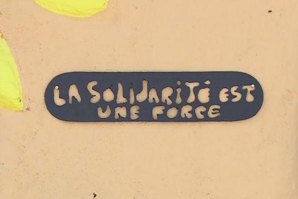 En manque de recettes à cause du confinement, les communautés Emmaüs d'Occitanie choisissent différentes solutions pour faire appel à la solidarité.