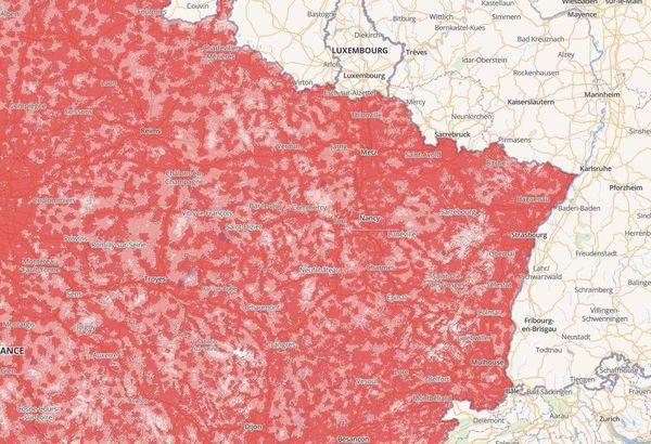 En rouge, les zones bien couvertes par le réseau téléphonique. En clair, celles qui ne le sont pas.