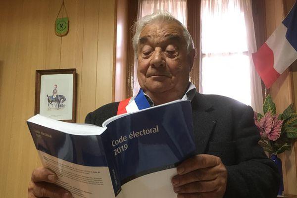 En trente années en tant qu'élu, Christian Tréhel, maire d'Essises dans l'Aisne, n'a jamais vécu une telle situation