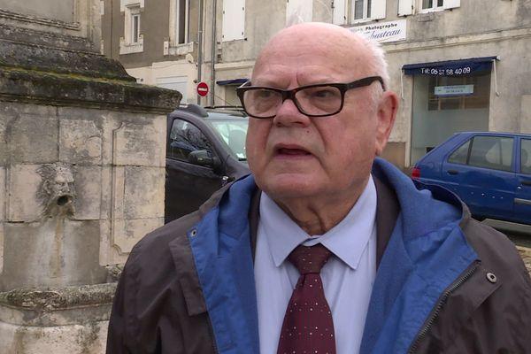 Jean-Claude Récapé, a été maire durant 19 ans à Saint-Savin-de-Blaye ( 33 ). Sympathisant LR, il se présente sur la liste conduite par Edwige Diaz du Rassemblement National.