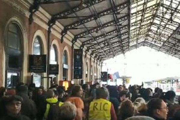 Les manifestants ont envahit la gare Matabiau.