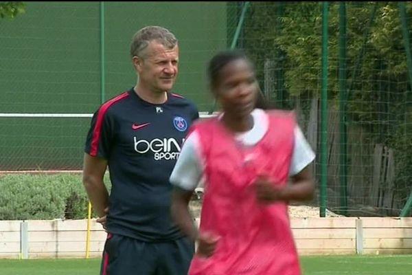 Entraînement à Paris des filles du PSG sous la houlette du coach Patrice Lair.