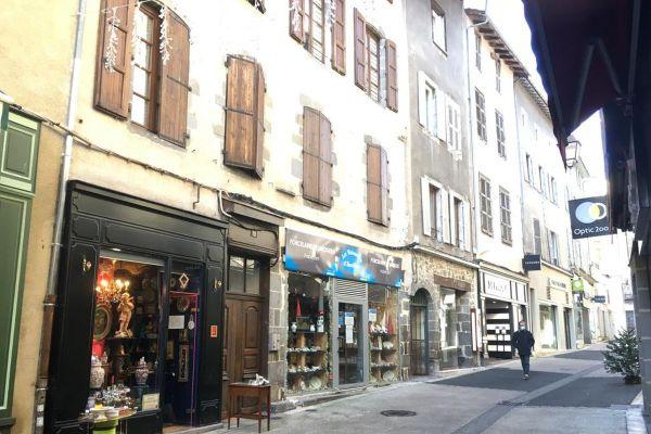 Le bon d'achat de 30 euros offert par la mairie d'Aurillac sera valable auprès des commerçants du centre-ville.