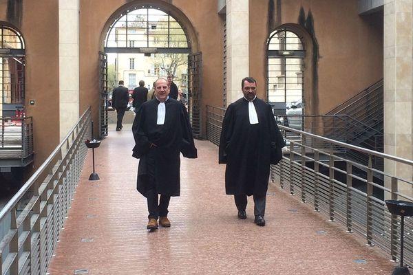 Palais de justice d'Aix-en-Provence, les avocats de Jean-Fleur Costa, Me Jean-Louis Seatelli et Charles Vincensini.