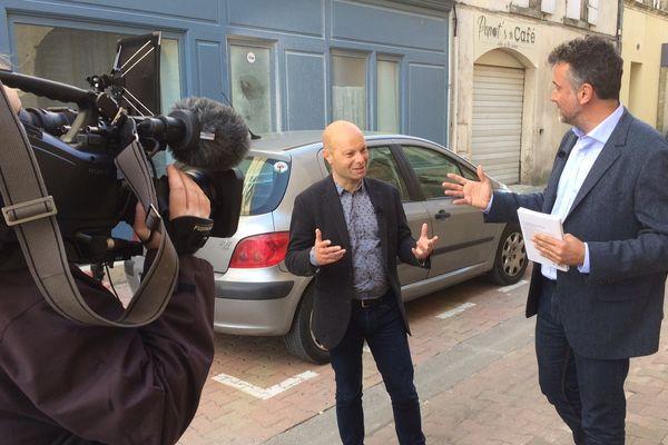 Serge Guynier et Olivier Razemon, journaliste, en tournage pour Enquêtes de Région.