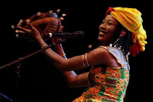La chanteuse Fatoumata Diawara, marraine de la biennale de la danse 2021 aux couleurs de l'Afrique