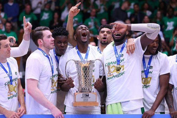 Nanterre 92 remporte la Fiba Europe Cup, face à Chalon-sur-Saône, le 25 avril 2017.