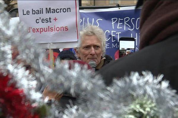 """Le 25 décembre, à Paris, c'est """"Noël de combat"""" pour l'association """"Droit au logement""""."""