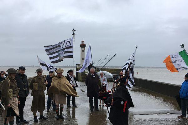 Chaque année, le cercle celtique de Saint-Nazaire organise une cérémonie de mémoire au Vieux Môle.