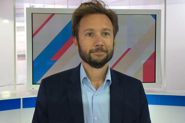 Boris Vallaud sur le plateau de Dimanche en politique
