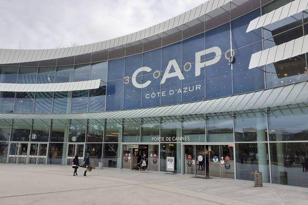 Cap 3000 à Saint-Laurent du Var dans les Alpes-Maritimes dont la surface est de 135 000 m2, devrait maintenir l'accès à son magasin alimentaire Monoprix et à la pharmacie.